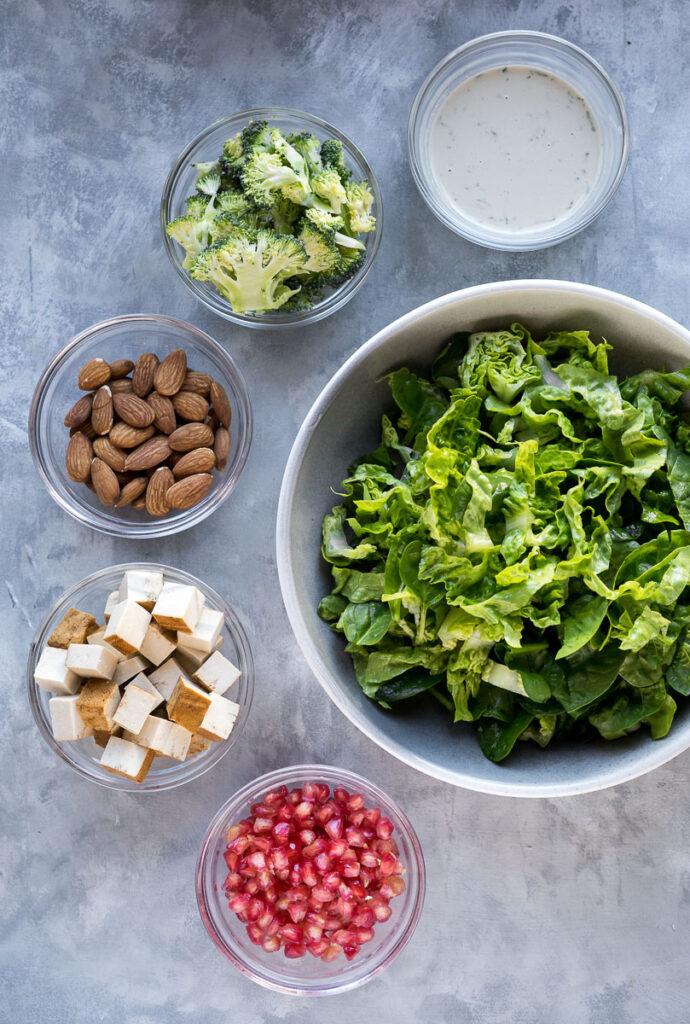 Téli saláta brokkolival és gránátalmával