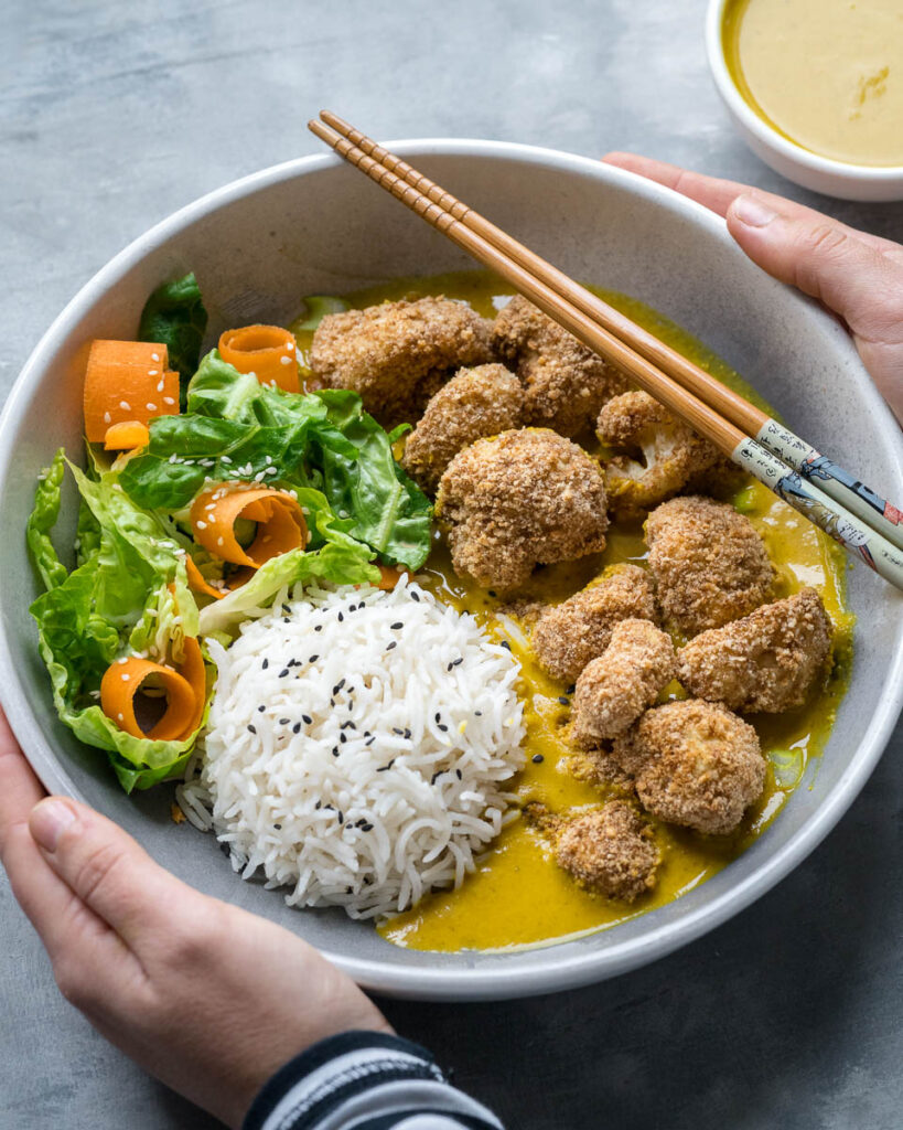Katsu curry karfiolos rögökkel